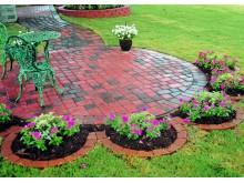 Тротуарная плитка – идеальный вариант для оформления дачного участка
