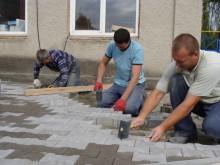 Строительство нового поколения с помощью тротуарной плитки «Юнигран» «кирпичик» и «монолит»