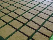 Эксклюзивные приусадебные участки с помощью тротуарной плитки «Юнигран»: «плаза цветная» и «тетрис цветная»
